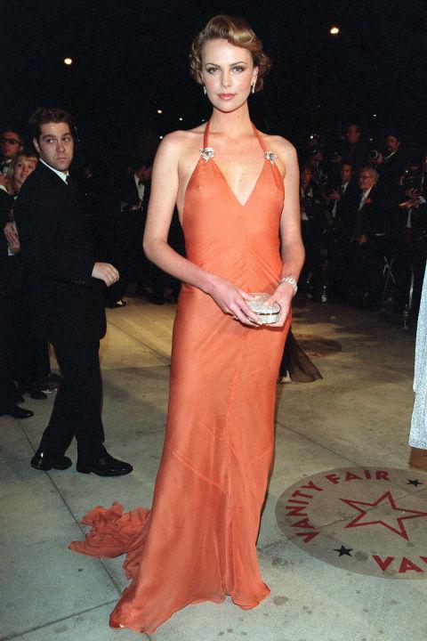 54bc08a0d115e_-_hbz-100-best-dresses-2000-charlize-theron