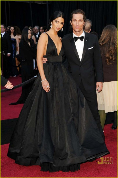 camila_alves_2011_oscar_v-neck_red_carpet_evening_ball_gown_2